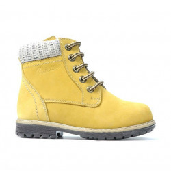 Small children boots 29c bufo yellow