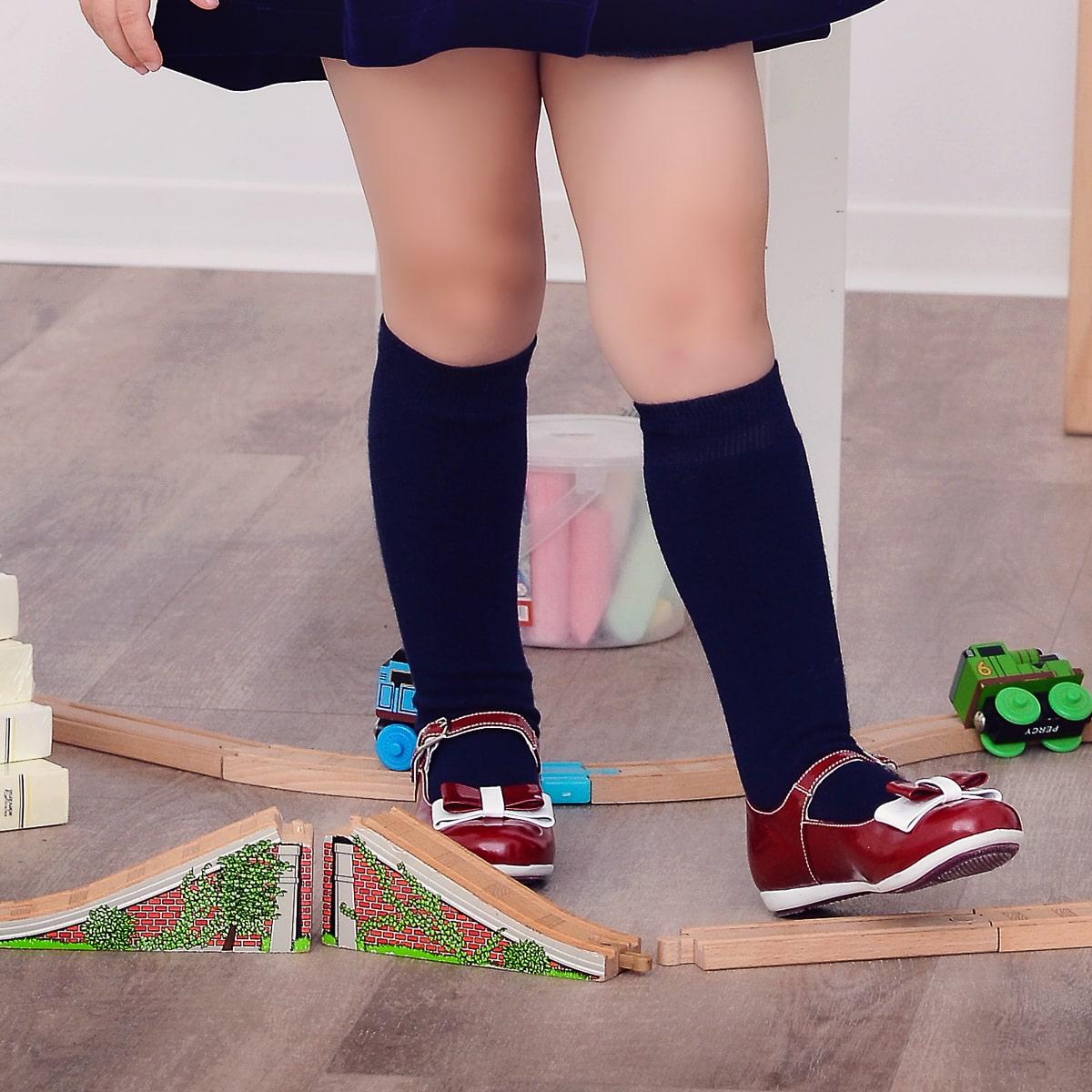 pantofi rosii copii mici
